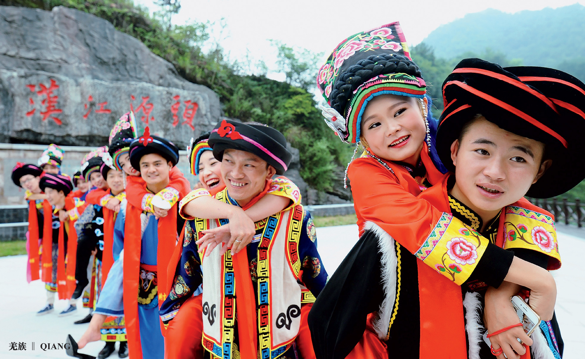 Splendid Costumes of Chinese Ethnic Groups